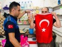 Eyyübiye'de TSK'ya destek için Türk Bayrağı dağıtıldı