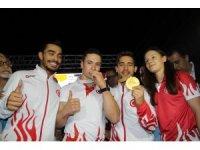 Dünya Şampiyonu Cimnastikçi İbrahim Çolak, İzmir'de coşkuyla karşılandı