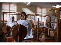 Avustralya'nın Merinos yününü, Etiyopyalı kadınlar dokuyacak