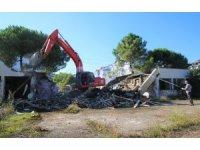 Altınordu Belediyesi 'metruk binaları' yıkıyor
