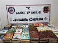 Gaziantep'te DEAŞ destekli yazıların yer aldığı yasaklı kitaplar yakalandı