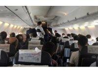 Uçakta epilepsi nöbeti geçiren bebek için uçuş ekibi seferber oldu