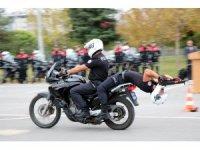 Yunus ekiplerinin motosiklet gösterisi nefes kesti