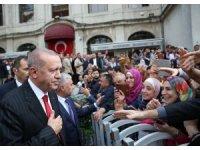 Cumhurbaşkanı Erdoğan, cuma namazını Dolmabahçe'de kıldı