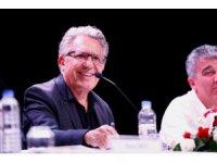 Zülfi Livaneli, Konak'taki edebiyat söyleşilerine katıldı