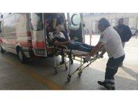 Otomobille kafa kafaya çarpışan motosikletli yaralandı