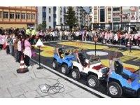 'Mobil Eğitim Tırı' yarının sürücülerini bilgilendiriyor