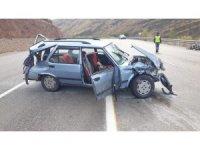 Malatya'da otomobil bariyerlere çarptı: 6 yaralı