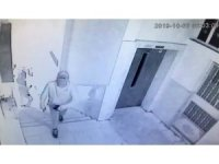 Öğrenci servisiyle iş yeri soymaya çalışan hırsızların yakalanma anı kamerada