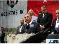 Beşiktaş'ta gerçekleşen olağanüstü seçimli genel kurulda yeni başkan Ahmet Nur Çebi oldu.