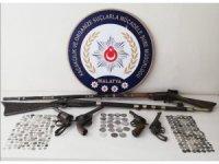 Malatya'da 254 adet tarihi sikke ve kaçak içki ele geçirildi