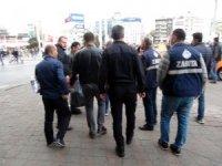 Beyoğlu Zabıtası Taksim'de dilencilere ve seyyar satıcılara göz açtırmıyor