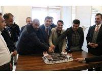 Kaymakam Erat'tan gazetecilere sürpriz kutlama