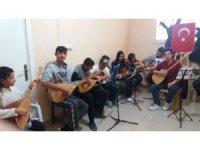 Dicle'de öğrencilere ücretsiz gitar ve bağlama kursu