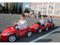 Ataşehir'de minik sürücüler trafik eğitiminde
