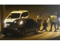 Ehliyetsiz alkollü genç, polisin dur ihtarına uymadı, dayak yedi
