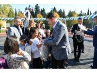 Bahçelievler Belediye Başkanı Bahadır, kimsesiz çocuklarla birlikte ip atladı