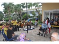 Toplum polisi, çocuklarla huzurevi sakinlerini müzikle buluşturdu