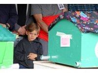 Baba ve 6 yaşındaki oğlunun en acı görevi