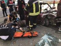 Uşak'ta otomobille kamyonet çarpıştı: 5 yaralı