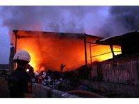 Geri dönüşüm fabrikasındaki yangın 2 buçuk saat sonra kontrol altında