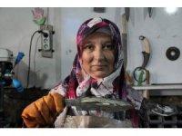 Eşine yardım etmek için başladığı işte Türkiye'nin sayılı ustalarından oldu