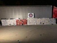 Mühürlü yabancı plakalı tırdan 75 bin paket kaçak sigara çıktı