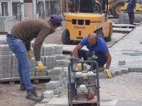 Şuhut Belediyesi'nin parke taşı yenileme çalışmaları sürüyor