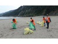 Öğrenciler Çatalzeytin ilçe sahilini temizledi