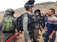 İsrail güçleri Filistinlilerin cuma namazı kılmasını engellemeye çalıştı