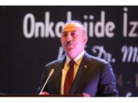 Bakan Çavuşoğlu, bu kez kürsüye annesini kanser sebebiyle kaybeden bir evlat olarak çıktı