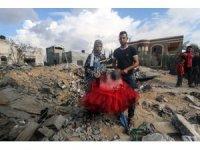 Yeni evlenen Filistinli çift, İsrail'in saldırısında evsiz kaldı