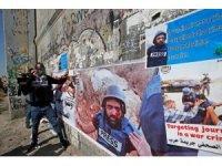 Filistinlilerden İsrail saldırısında gözünü kaybeden gazeteciye destek yürüyüşü