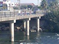Berdan Köprüsünün korkulukları onarılmayı bekliyor