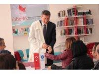 Milli Eğitim Bakanı Selçuk, önlüğünü giydi, öğretmenlere ders verdi