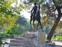 Fatih Sultan Mehmet'in heykeline büyük ayıp