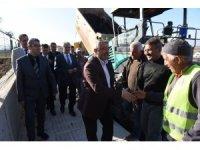 Belediye Başkanı Aşgın asflat çalışmalarını inceledi
