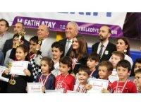 Satranç şampiyonlarına kupa ve madalya