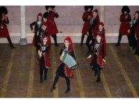 Gürcistan halk dansları topluluğunun gösterisi büyük beğeni kazandı