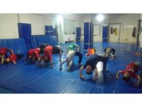 Geleceğin güreşçilerine profesyonel eğitim