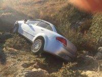 Manisa'da otomobil şarampole yuvarlandı: 2 yaralı