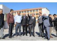 Okul yolu asfaltlandı, Başkan Gürkan inceleme yaptı