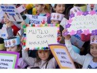 Muratpaşalı minikler, haklarını pankartlarla gösterdi
