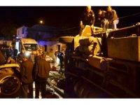 Manisa'da patates yüklü tır devrildi: 1 yaralı