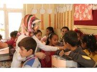 İş adamlarından köy çocuklarına yardım eli