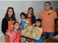 Minikler Ebru sanatını öğreniyor