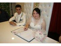 Denizli'de öksüz çifte 'imece' usulü düğün