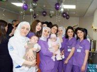 Prematüre bebeğe en iyi bakım için az temas edilmeli