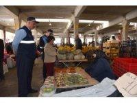 Başkan Yardımcısı Solakoğlu Perşembe pazarında incelemelerde bulundu