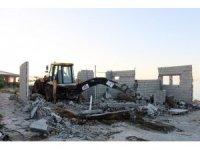 Van Gölü sahilindeki ruhsatsız yapı yıktırıldı